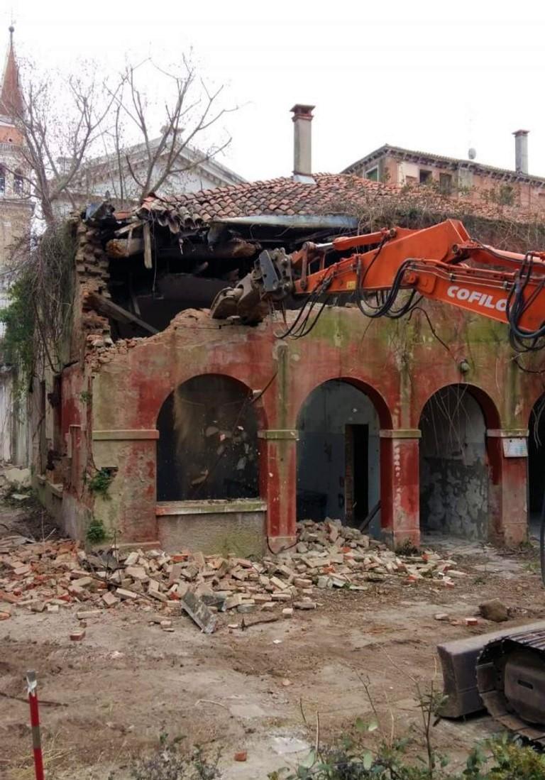 012 Fase Aprile 2020 - Bonifica Gasometri Venezia © MTK Gasometri Venezia Srl - Demolizione edificio G inizio