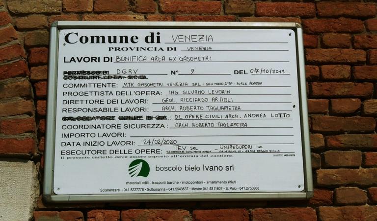cartello infornazioni di cantiere bonifica gasometri venezia