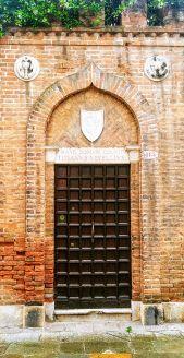 Venezia Casa Vecellio Portone - foto di Vittorio Baroni - Bonifica area Gasometri